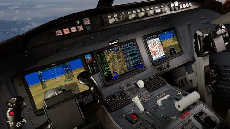 Challenger 604 flight deck