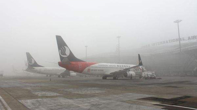 Shandong Airlines in fog
