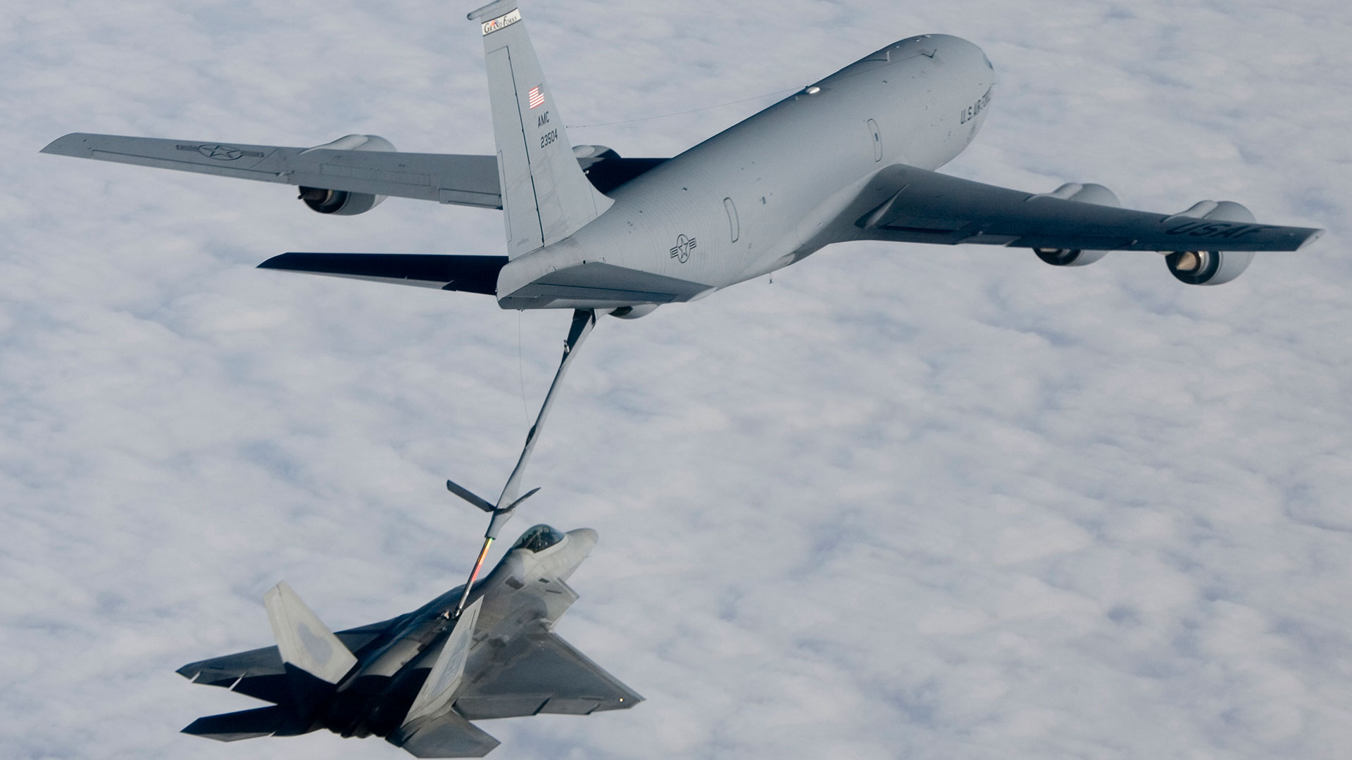 Tanker refueling fighter jet